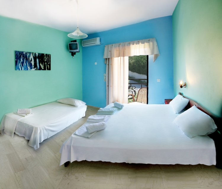 Plubis Studios Apartments - Zakynthos Greece